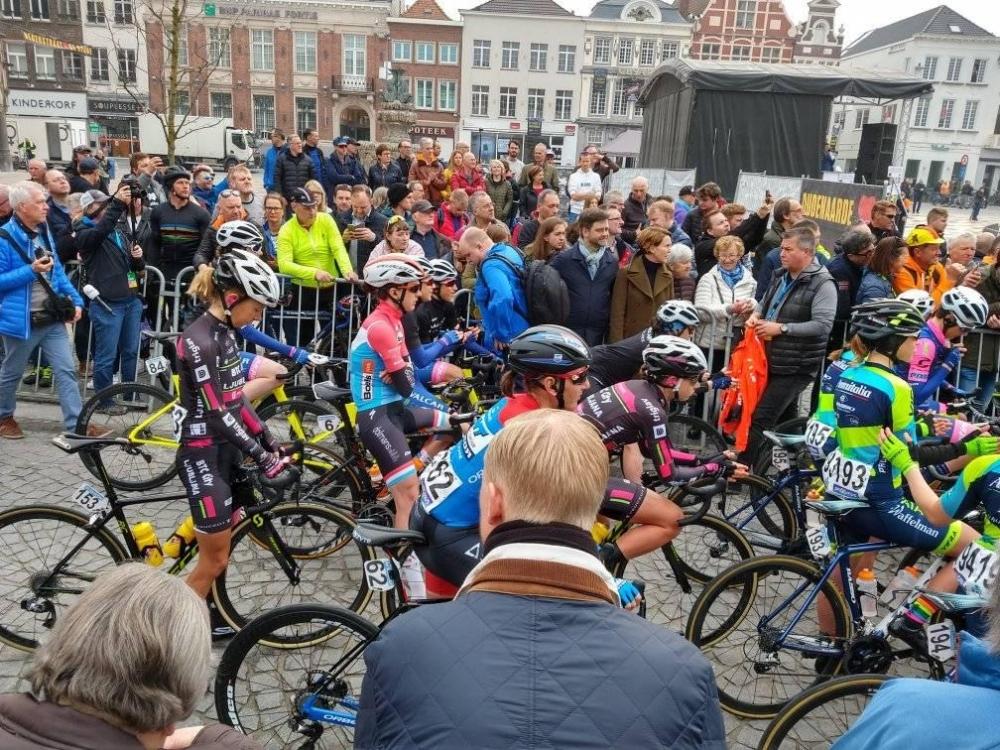 Ženska ekipa dirke po Flandriji